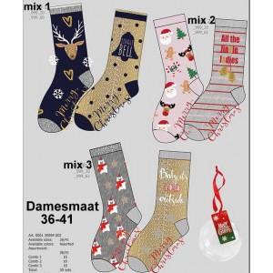 Kerstsokken per twee paar in een kerstbal voor dames en heren (klik door op de foto's om de heren soort te zien)