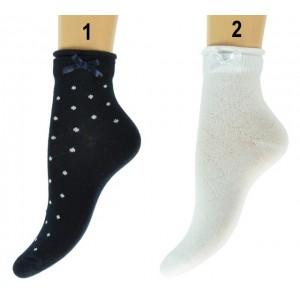 Meisjes sokken net boven de enkel met stippen en een strik aan de boord