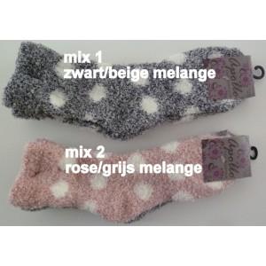 Bedsokken voor dames met grote stippen. Heerlijke zachte sokken met een soepele boord per bundel van twee paar